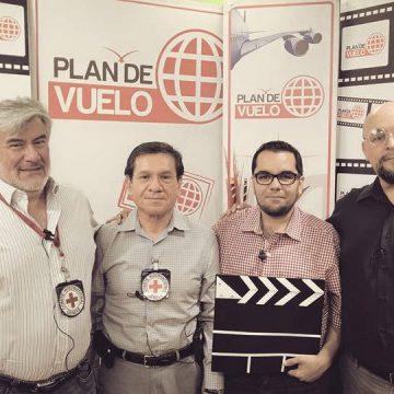 Luis Rubén Maldonado con el Dr. Carlos Cortés, anestesiólogo del CICR, el Dr. Jesús Manuel Sáenz, coordinador de Educación Médica Contigua Facultad de Medicina de la UACH y al Dr. Julio Guibert, cirujano en jefe del Comité Internacional de la Cruz Roja(CICR) para misiones de campo y entrenamiento.  9 de junio 2015